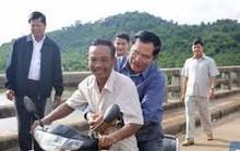 Thủ tướng Hun Sen bị phạt vì không đội mũ bảo hiểm