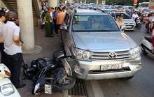 """Toyota Fortune """"điên"""" tông 9 xe máy, 10 người bị thương"""