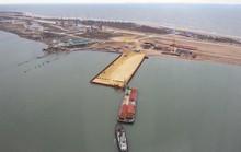Tàu Thổ Nhĩ Kỳ tông trụ cầu Nga đang xây ở Crimea