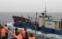 Bắt tàu Trung Quốc xâm phạm chủ quyền trên biển