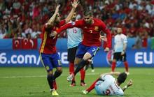 Tây Ban Nha không lơi chân