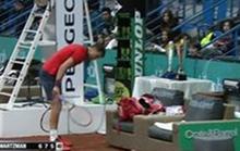 Thua sốc, Dimitrov đập gãy 3 cây vợt