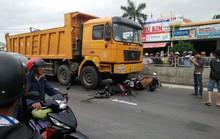Va chạm với xe tải, con trai chứng kiến mẹ chết trước mặt