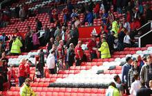 Sân Old Trafford bị khủng bố, M.U mất vé Champions League
