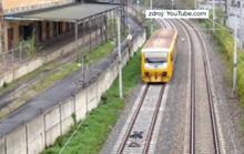 Liều mạng nằm trên đường ray xe lửa để câu like