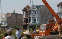 Máy ép cọc công trình cuốn chết nam công nhân