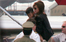 Angelina Jolie quên lời hứa đưa Pax Thiên về thăm Tam Bình