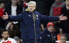 HLV Wenger quát nạt trọng tài, cãi nhau với đồng nghiệp