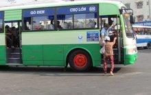Giành khách, phụ xe buýt lấy mã tấu chém người