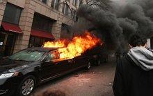 Tài xế chiếc limousine bị đốt trong lễ nhậm chức của ông Trump lên tiếng