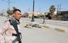 Xác tay súng IS bị bỏ mặc thối rữa trên đường