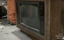 Đem tivi đi tái chế, quên béng có giấu tiền bên trong