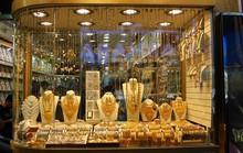Cận cảnh quầy bán vàng tính theo cân ở Dubai
