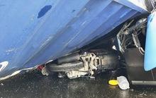 Xe đầu kéo tông văng xe buýt, đè bẹp xe máy ở cầu Sài Gòn