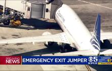 Mỹ: Mở cửa thoát hiểm, thiếu niên nhảy khỏi máy bay