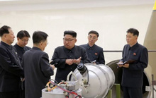 Giải mã bức ảnh ông Kim Jong-un kiểm tra đầu đạn hạt nhân