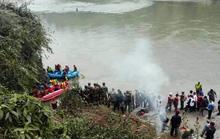 Xe buýt lao xuống sông, 31 người chết