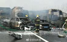 Trung Quốc: 30 xe tông nhau liên hoàn, 18 người chết