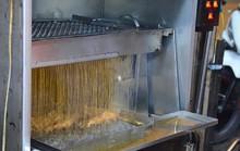 Cơm gà xối mỡ bằng máy đúng nghĩa, mê hoặc người Sài Gòn