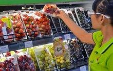 Người Việt mạnh tay mua trái cây ngoại