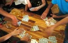 Bị phát hiện đánh bạc, bí thư phường nhảy từ tầng 3 để trốn
