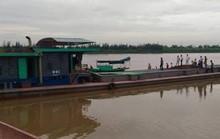 Tai nạn hi hữu trên sông Hồng, 2 vợ chồng thương vong