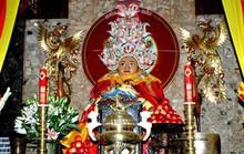 Lên Núi Sam xem vòng đeo cổ Bà Chúa Xứ nặng 6 kg vàng