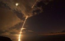 Mỹ - Triều đấu tên lửa trên không phận Nga?