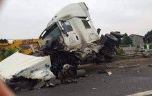 Xe container tông ô tô chở công nhân Samsung, 5 người bị thương