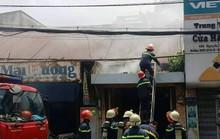 Nhà mặt tiền phát hỏa, cả khu dân cư náo loạn