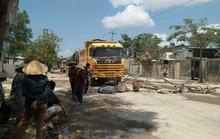 Vụ dân mang đá chặn xe tải: Kêu gọi doanh nghiệp đóng góp làm đường