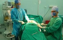 """Giả mổ cấp cứu đưa người vào bệnh viện phẫu thuật thẩm mỹ """"chui"""""""