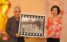Nick Út tặng bức ảnh Em bé Napalm cho Bảo tàng Phụ nữ Việt Nam