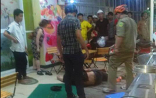 Người đàn ông bị đánh gục trước quán trà
