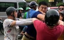Tạm giữ 2 thanh niên hè nhau tấn công 1 người nước ngoài