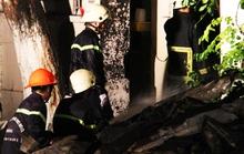 Tiệm sơn xe ở quận 1 cháy ngùn ngụt trong đêm