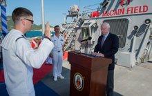 Ông John McCain thăm tàu khu trục Mỹ tại Cam Ranh