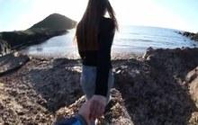 Clip cô gái bị bạn trai đẩy ngã khi nắm tay nhau đi khắp thế gian