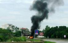 Xe chở xăng dầu bốc cháy ngùn ngụt trên Quốc lộ 1A
