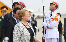 Tổng thống Chile Michelle Bachelet đáp Không lực tới Nội Bài