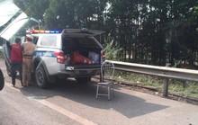 Vi phạm giao thông, xe máy kẹp 3 tông 1 CSGT của C67 nguy kịch