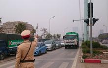CSGT ra quân phạt phương tiện lấn làn buýt nhanh