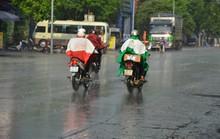 Cơn mưa vàng đã trút xuống Hà Nội sau nắng nóng kỷ lục