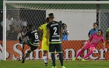 Chapecoense tái đấu 4 tháng sau thảm họa máy bay