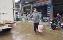 Vỡ ống dẫn nước,  hàng nghìn hộ dân khốn đốn vì thiếu nước sạch