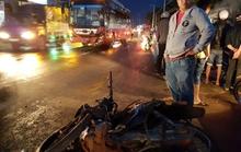 Xe máy đối đầu xe khách, 1 người tử vong