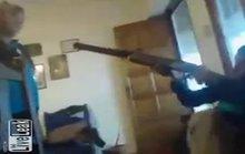 Nghịch súng săn, bé trai 13 tuổi bắn chết bạn khi đang live