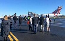 Nghe la hét có bom, hành khách nhảy khỏi máy bay