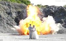 Nhật: Liều lĩnh chụp ảnh trên nền một vụ nổ