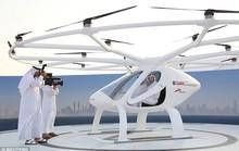 Hoàng tử UAE trải nghiệm taxi bay không người lái đầu tiên